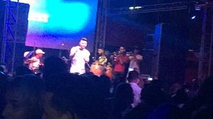 Momento del concierto de chacal y Yacarta, Ay mi dios, éxito para este verano.